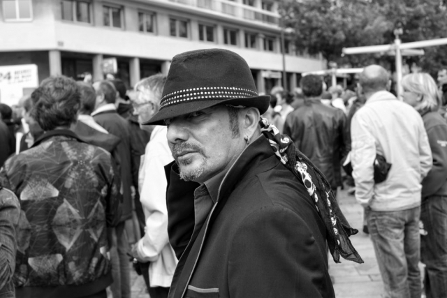 Man with hat walking in Le Mans - Fuji X-Pro1