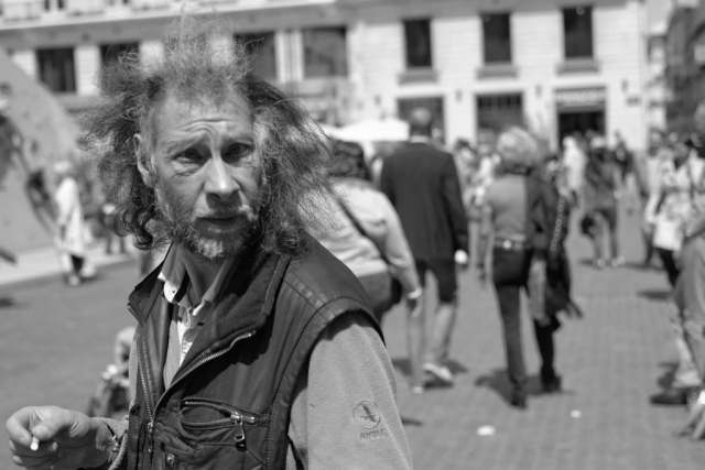 Crazy hair guy walking in Nantes - Fuji X-Pro1