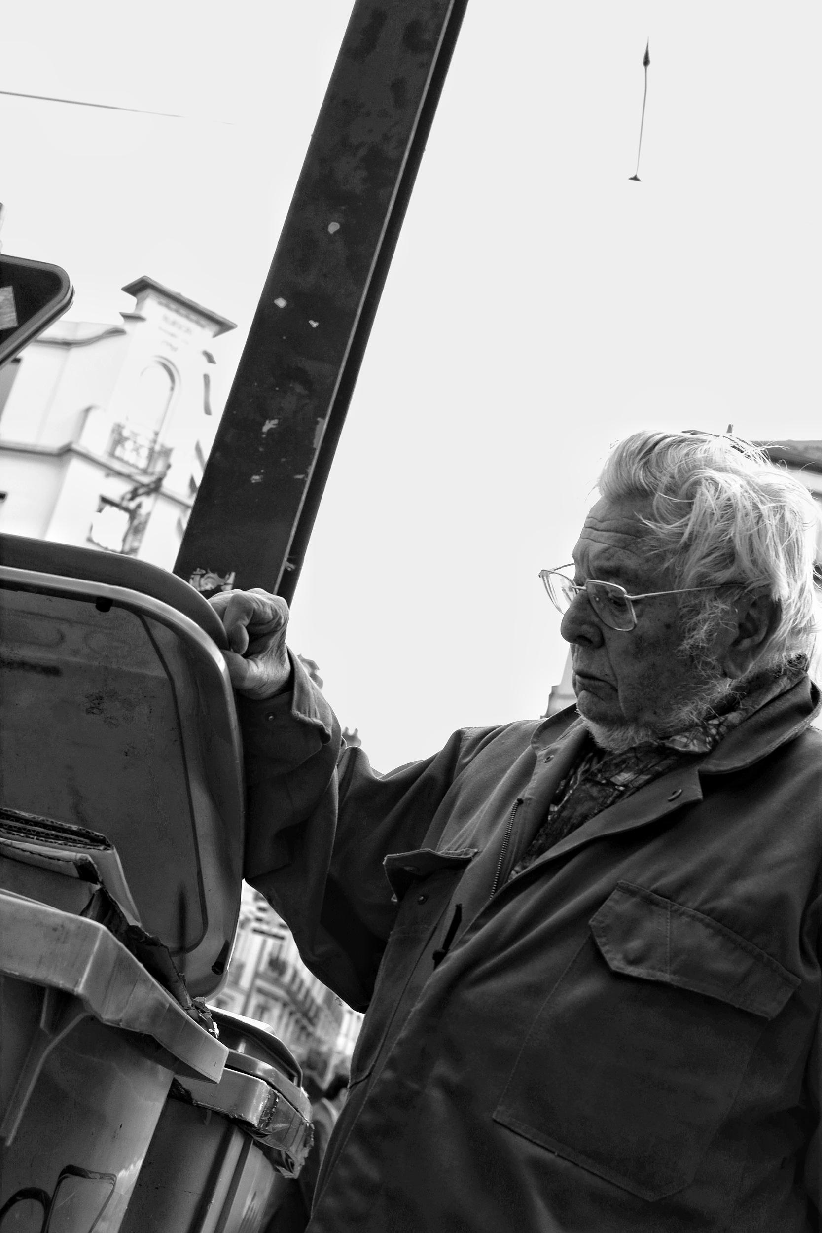 Man examining bins in Nantes - Fuji X-Pro1