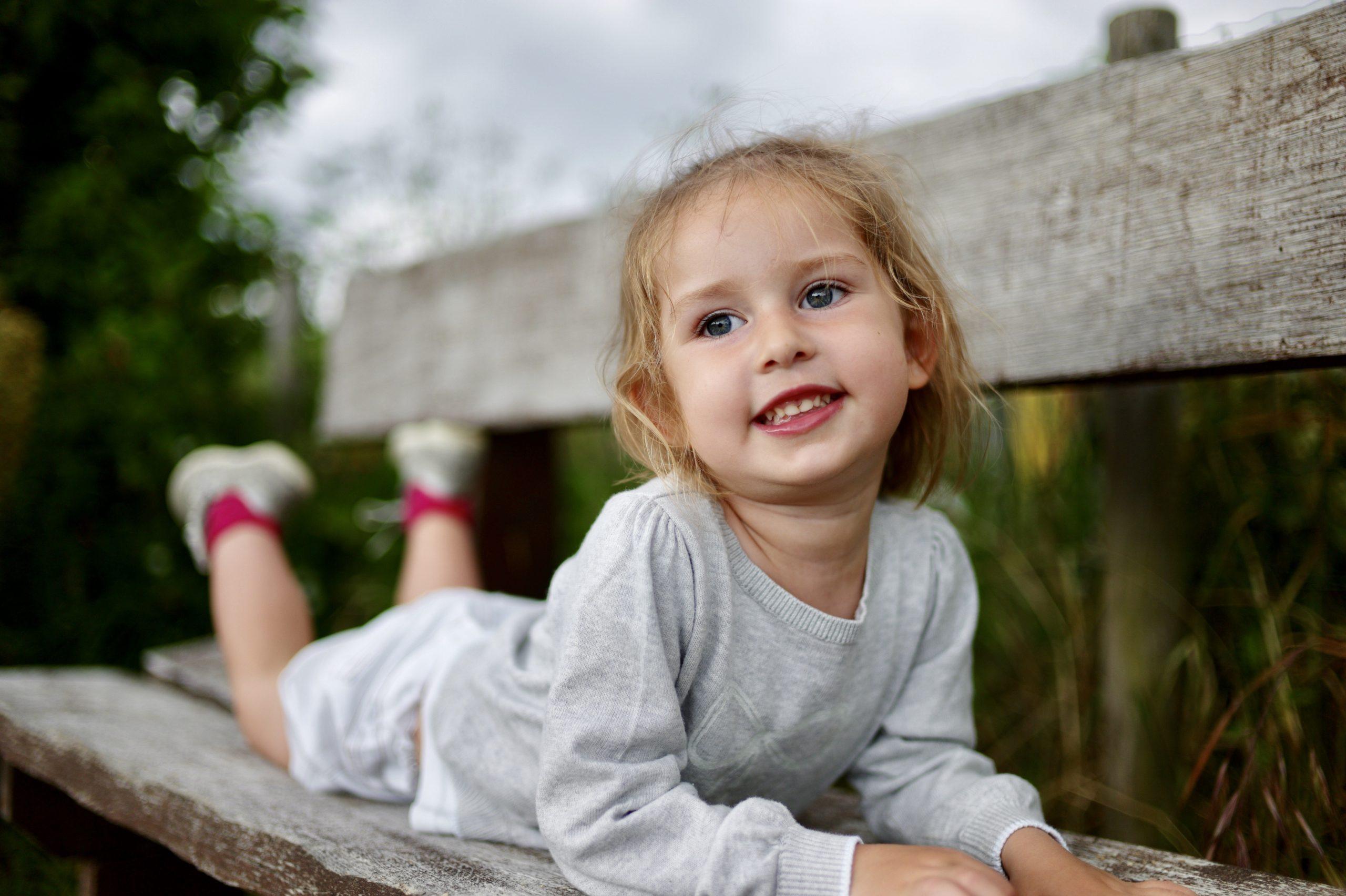 Pose on bench, parc du la Crapaudine, Nantes - Leica M9, 35 mm summilux
