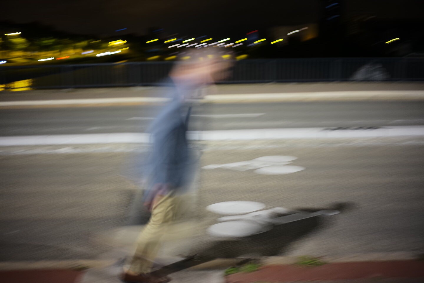 Man walking at night, Nantes - Leica M10, 35mm summilux