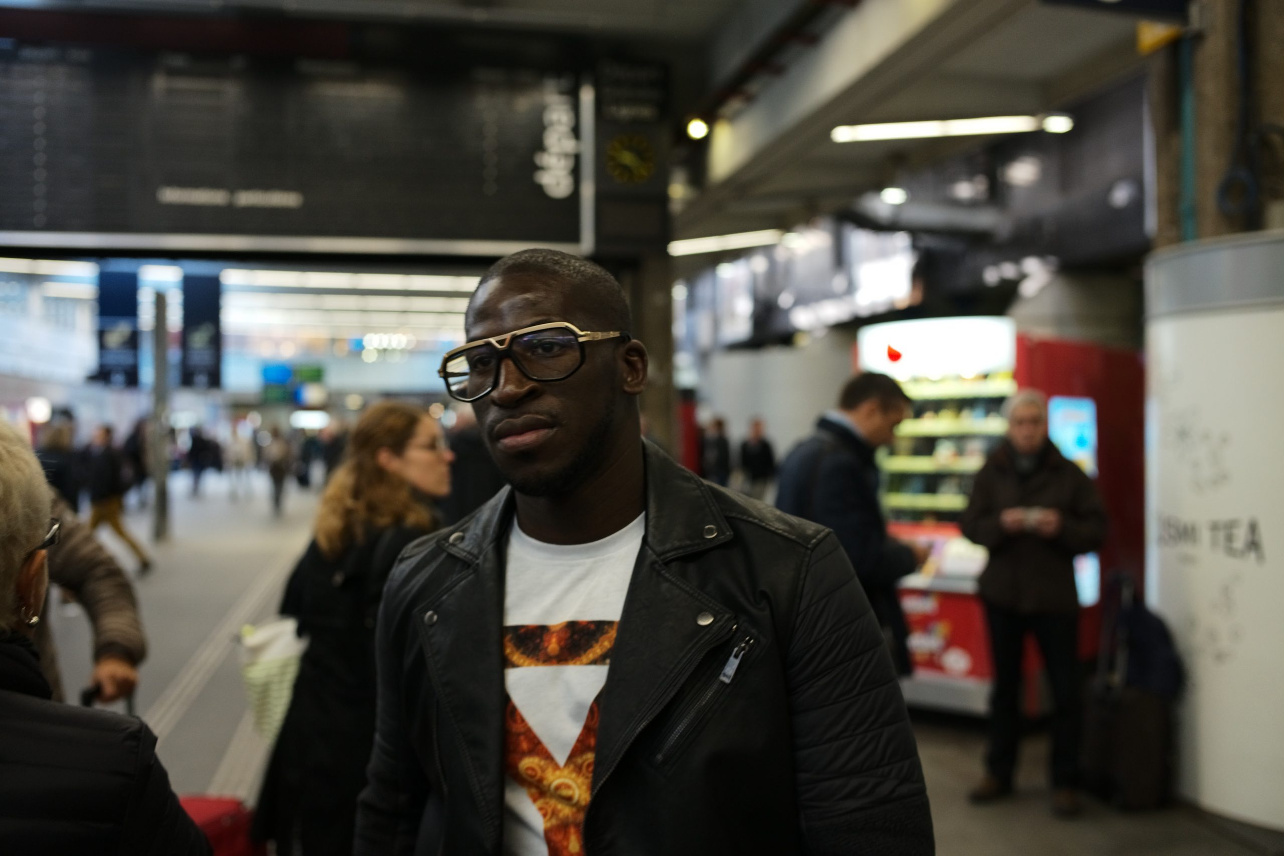 Cool leather jacket dude in Paris Montparnasse train station - Leica M10