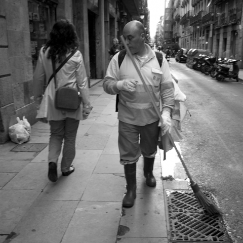 Street cleaner looking at woman in Barcelona - Panasonic GX-1