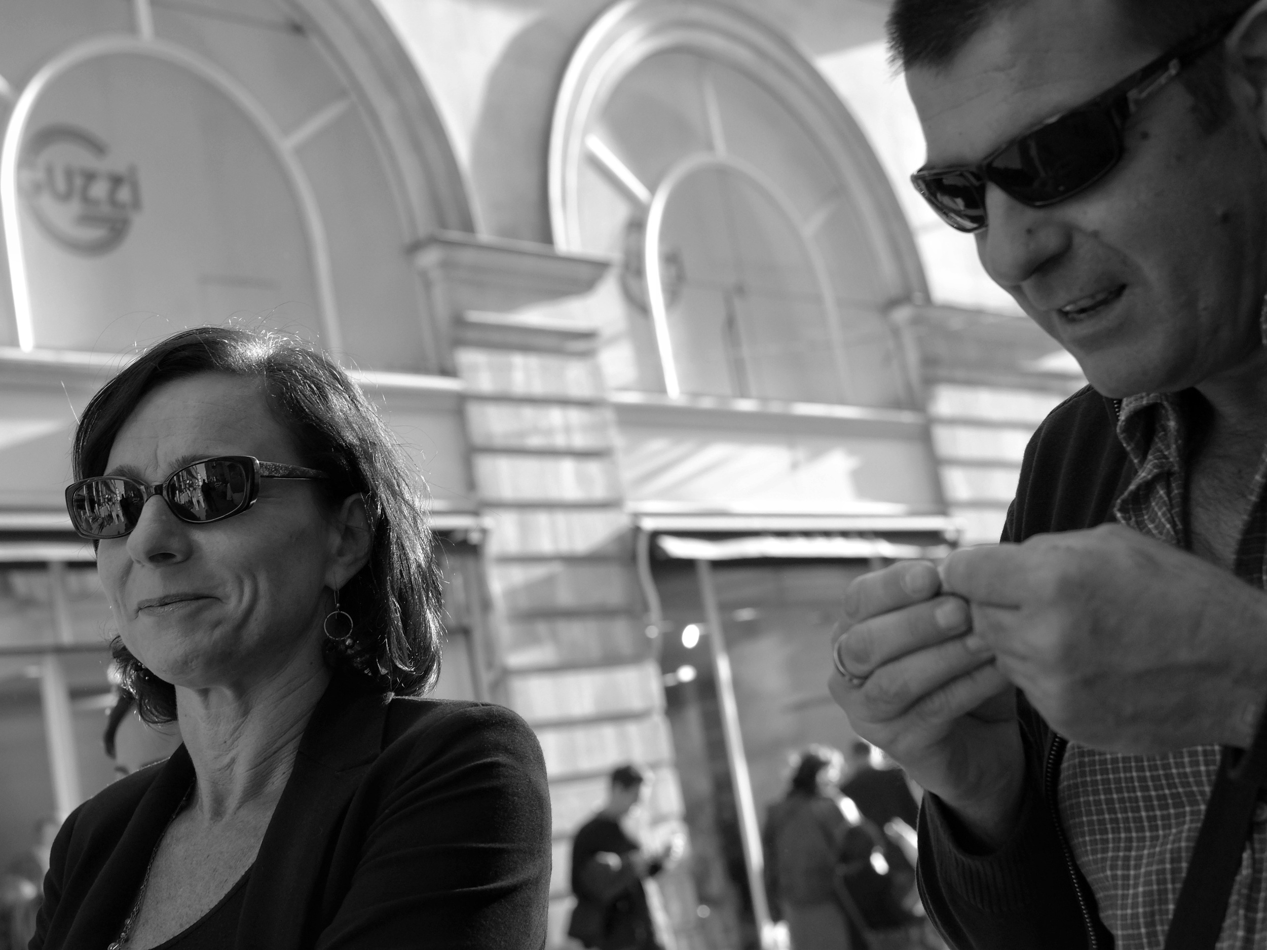 Couple with sunglasses walking in Nantes - Fuji X-Pro1