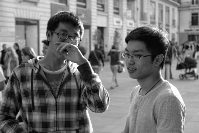 Two young man standing and talking in Nantes - Fuji X-Pro1
