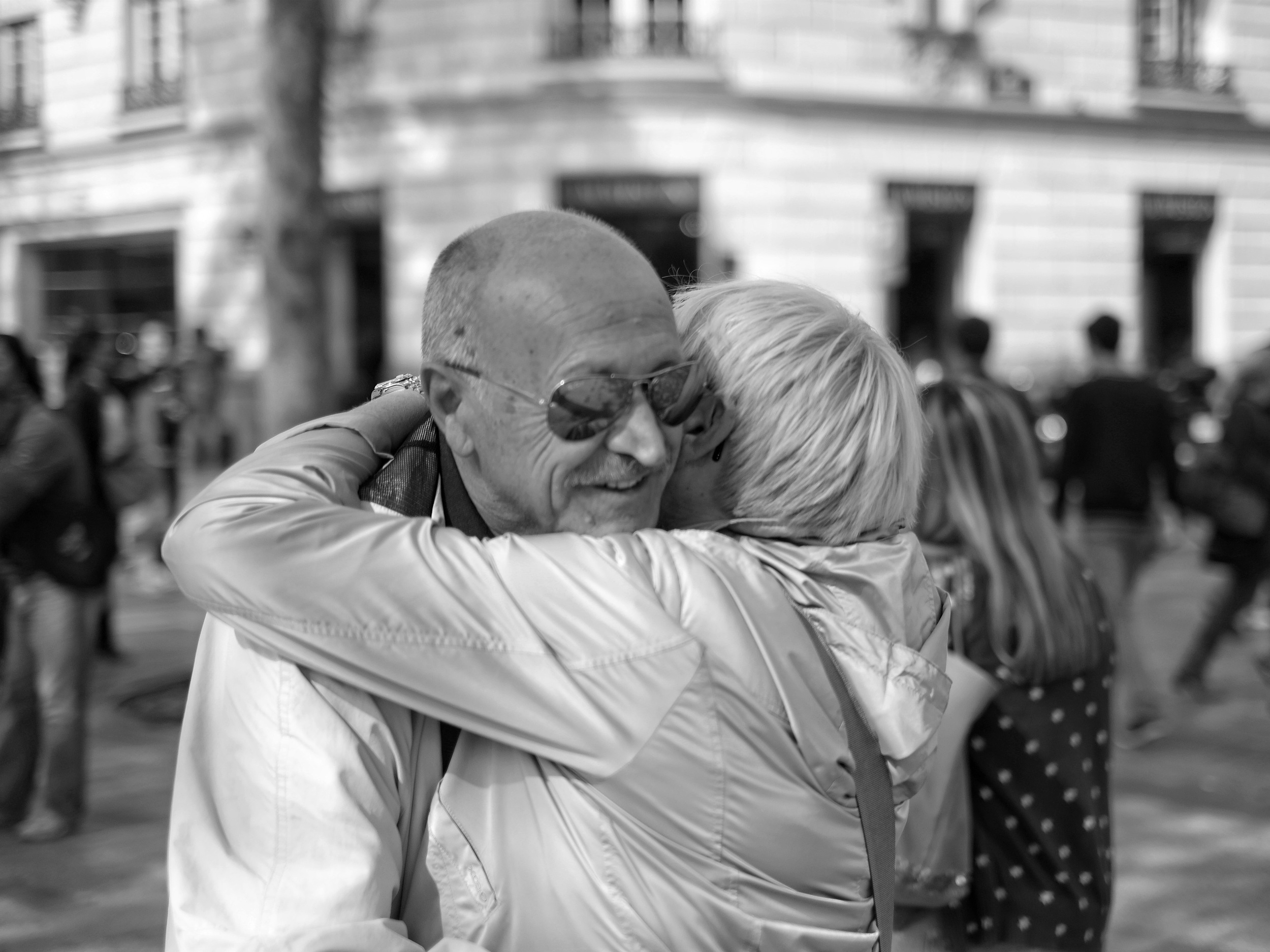 Happy people embracing in Nantes - Fuji X-Pro1