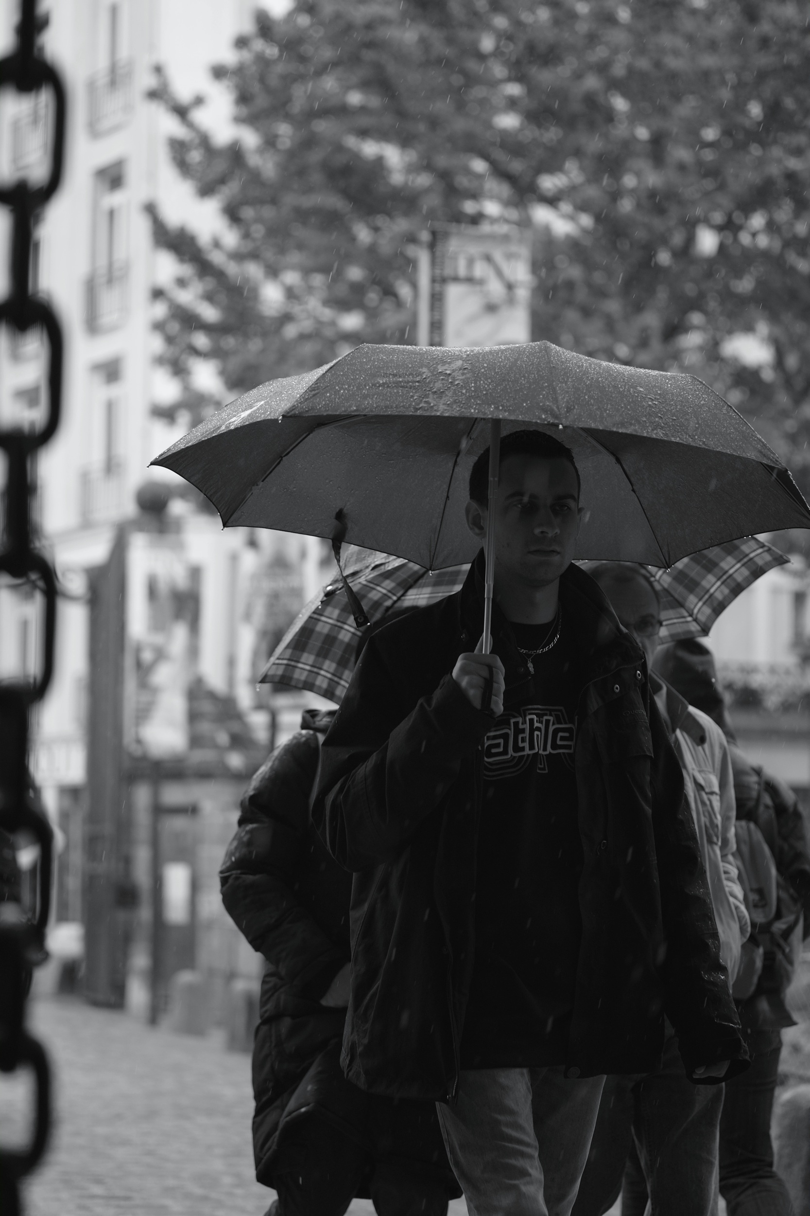 Man walking with umbrella in Nantes - Fuji X-Pro1