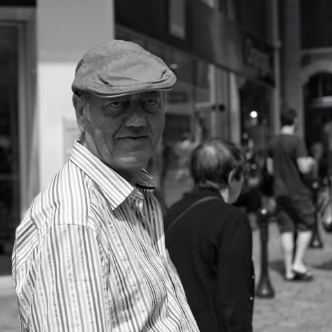 Man with cap walking in Nantes - Fuji X-Pro1