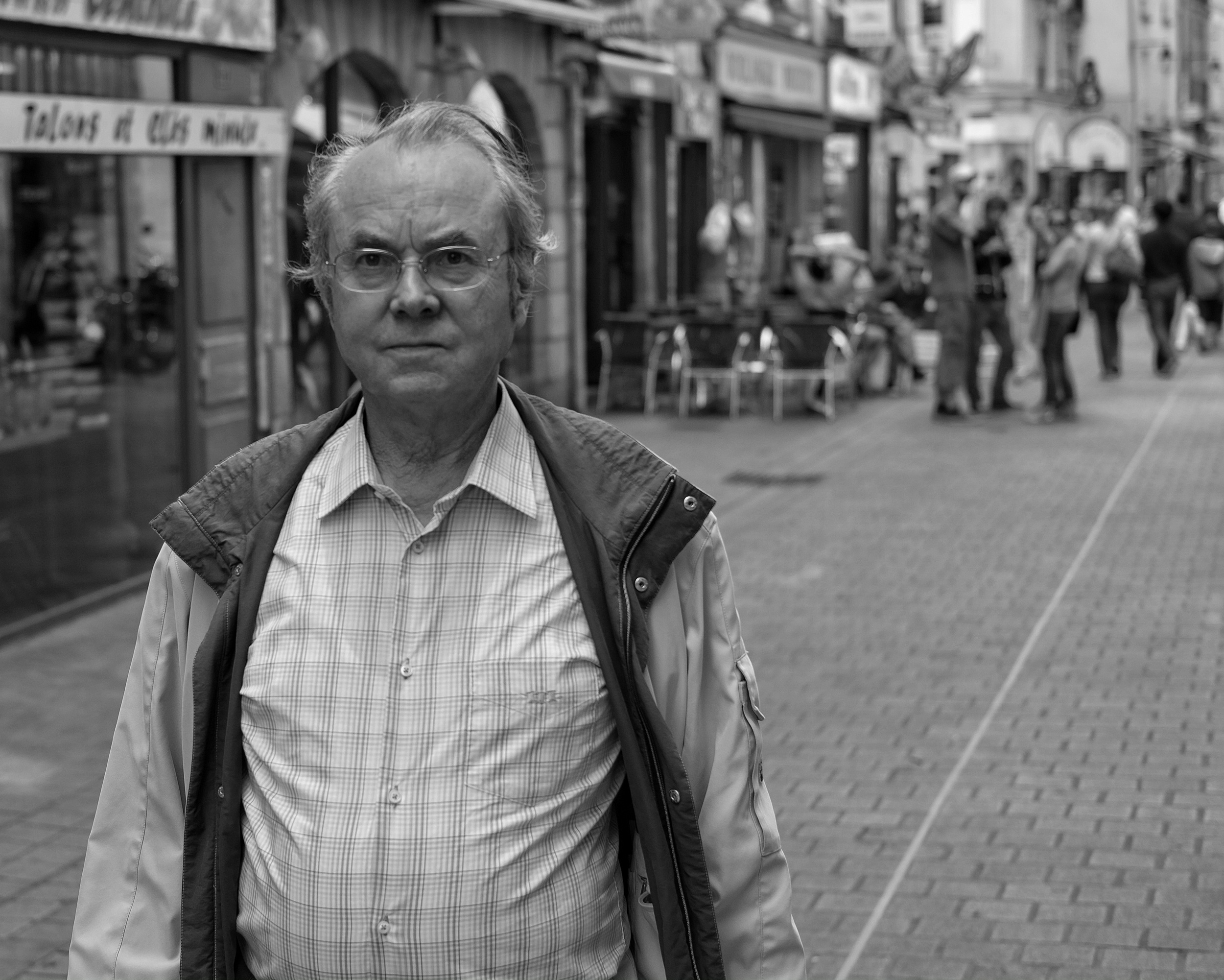 Man walking in Nantes - Fuji X-Pro1
