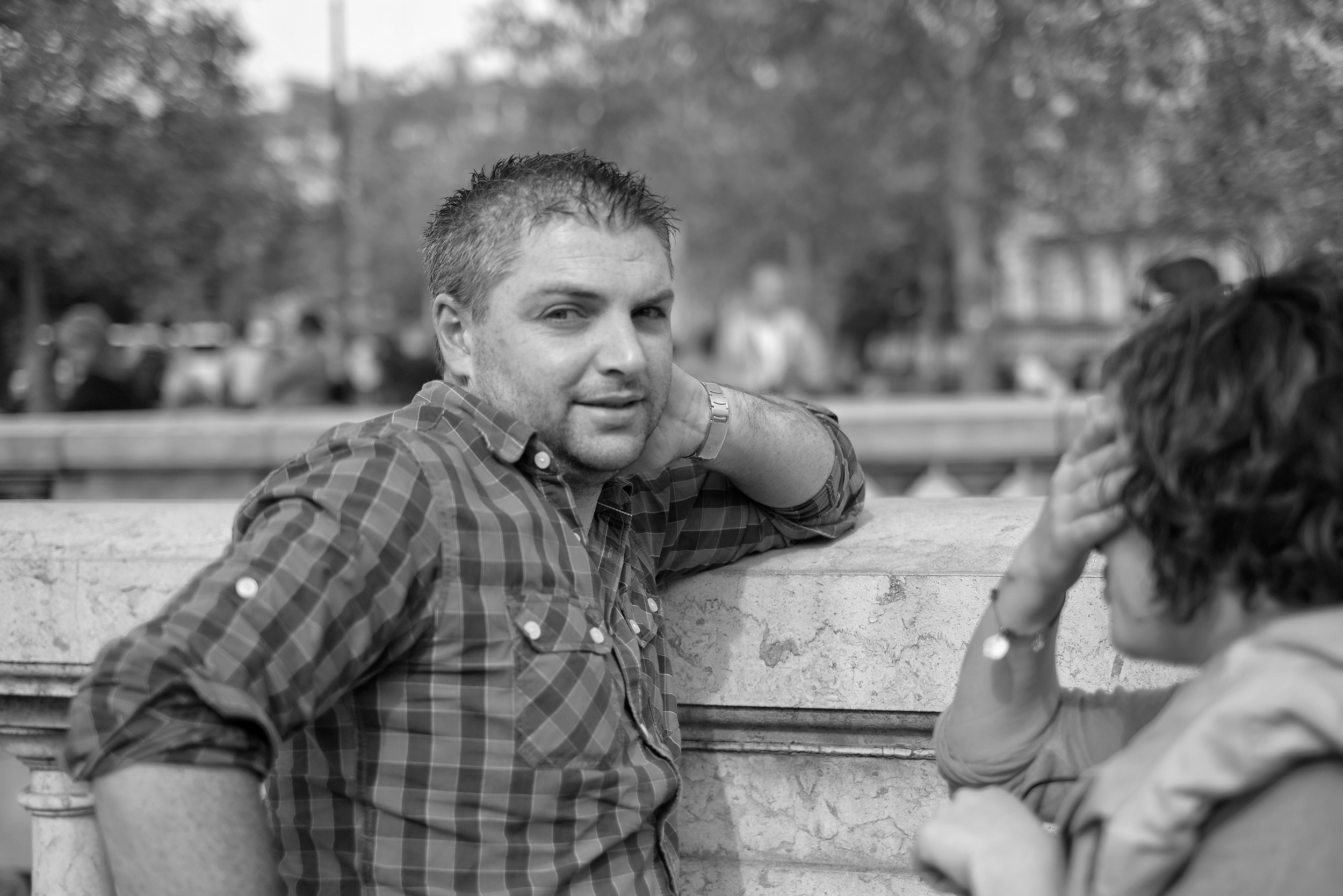 Man talking on the Champs Elysee, Paris - Fuji X-Pro1