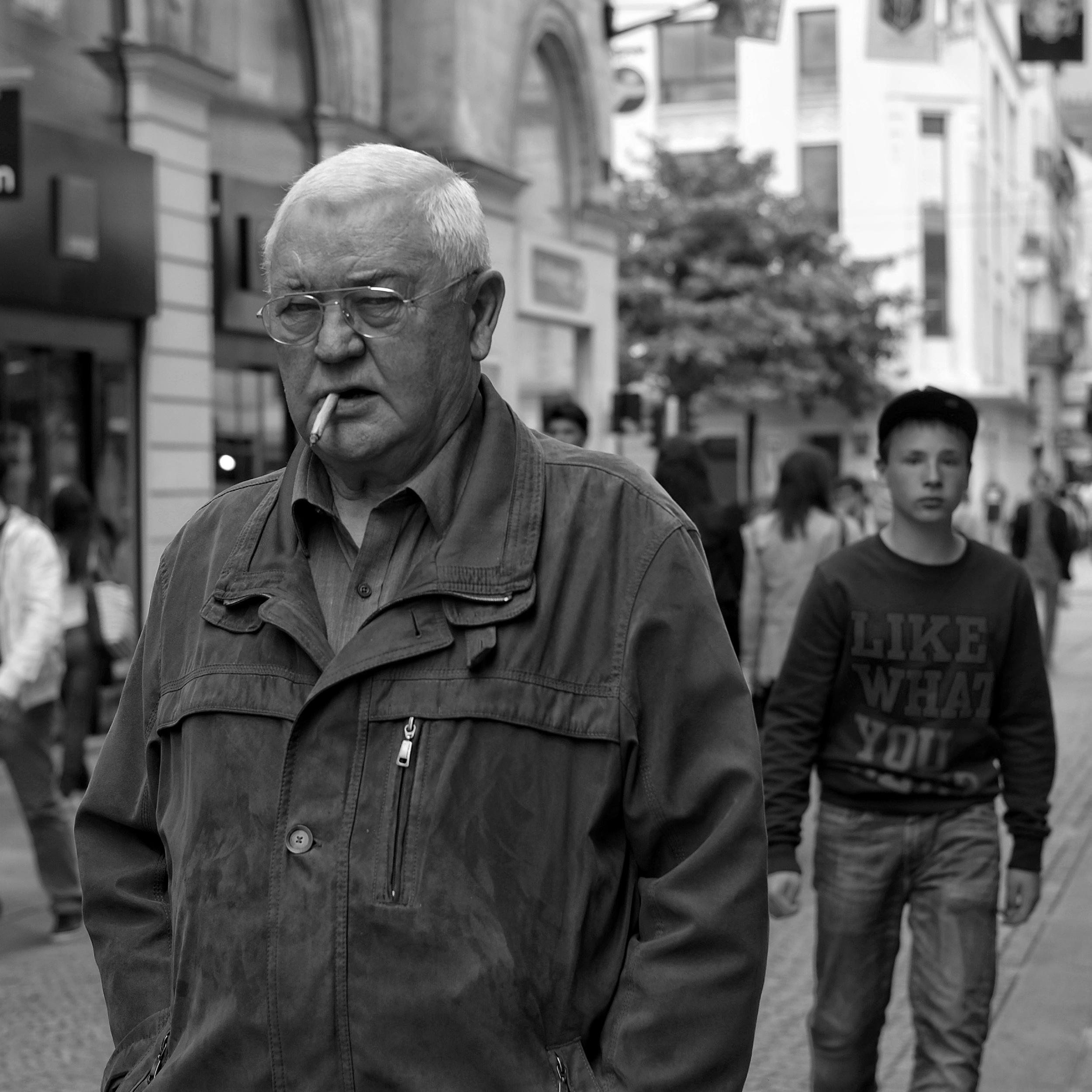 Old man with cigarette in Nantes - Fuji X-Pro1