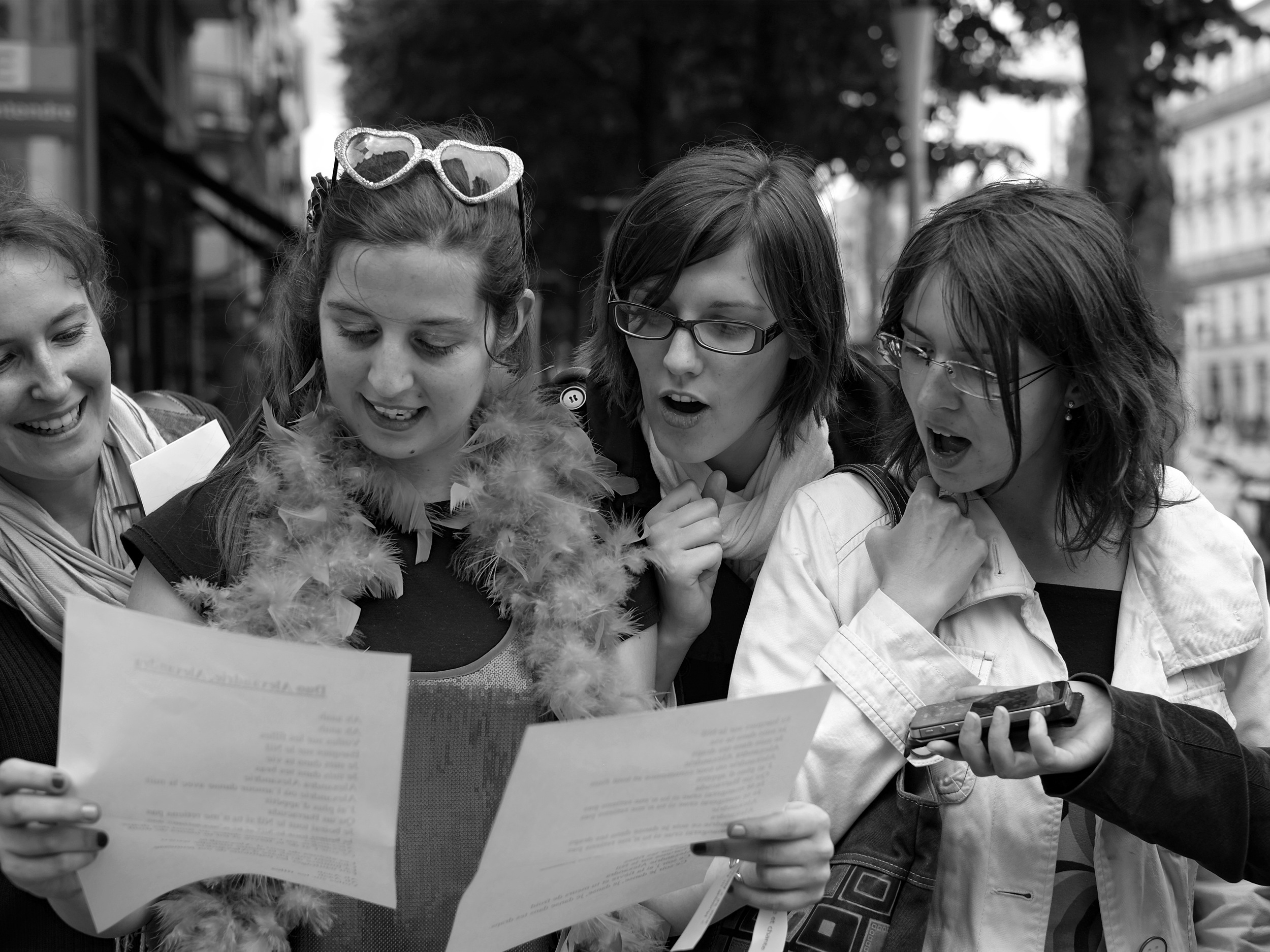 Happy group singing in Nantes - Fuji X-Pro1
