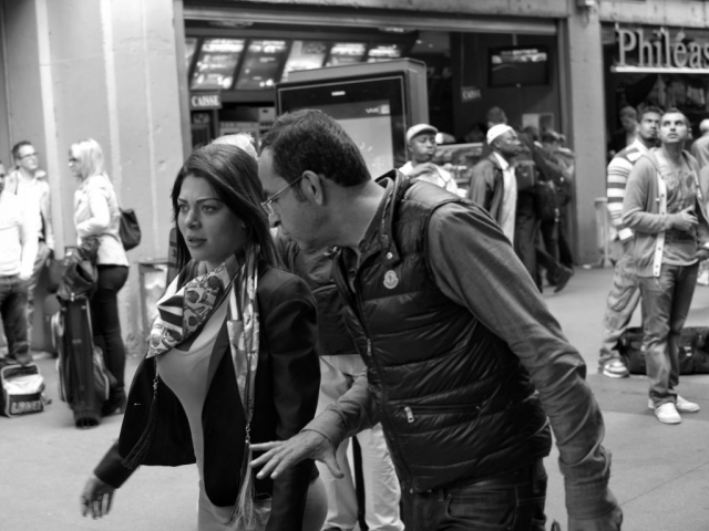 Man talking and looking at women's breasts at Montparnasse station in Paris - Fuji X-Pro1