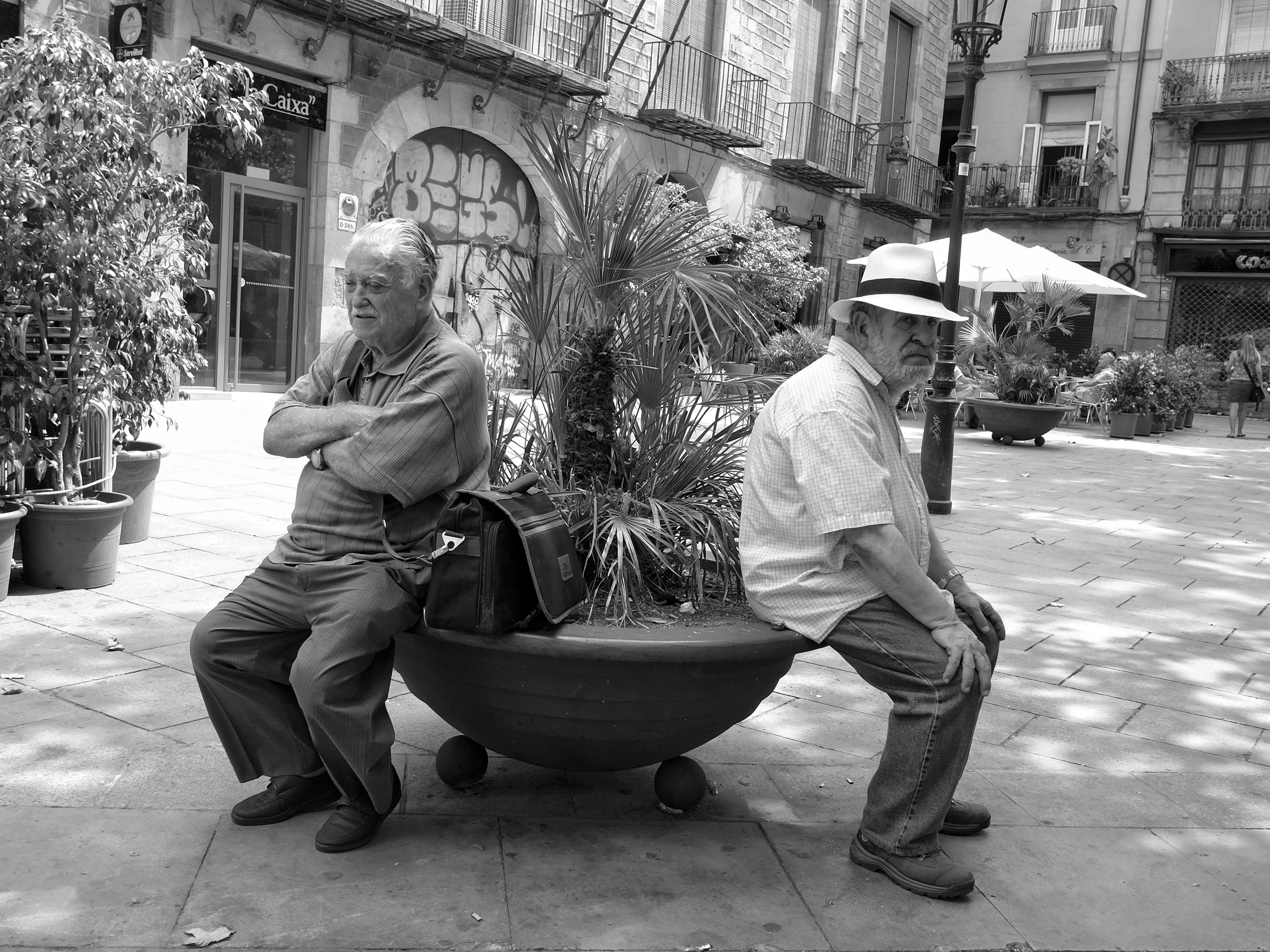 Old men relaxing in Barcelona - Fuji X-Pro1