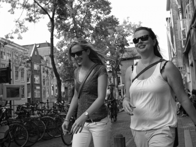 Women walking in Utrecht - Fuji X-Pro1 with Minolta Rokkor MC 24mm F2.8 lens