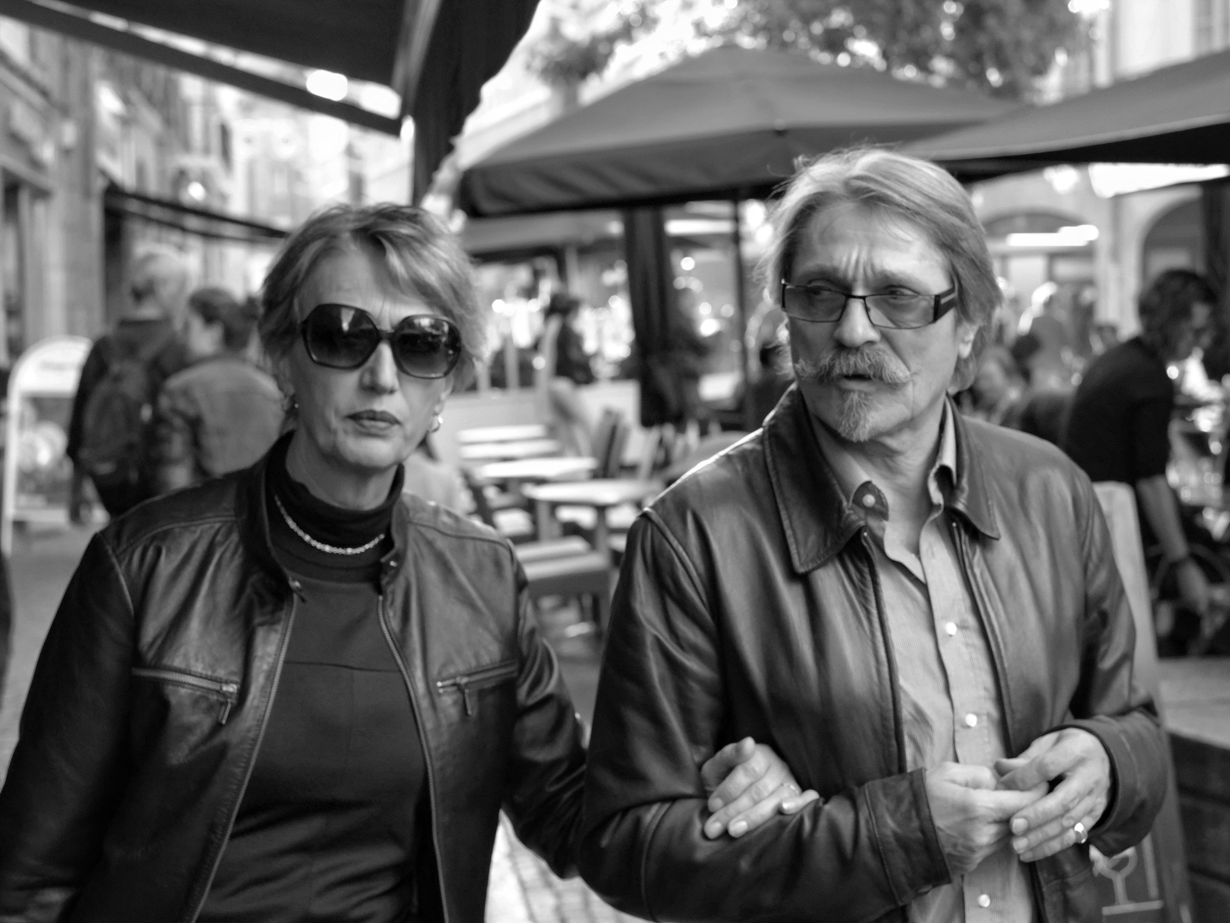 Couple with glasses walking in Nantes - Fuji X-Pro1