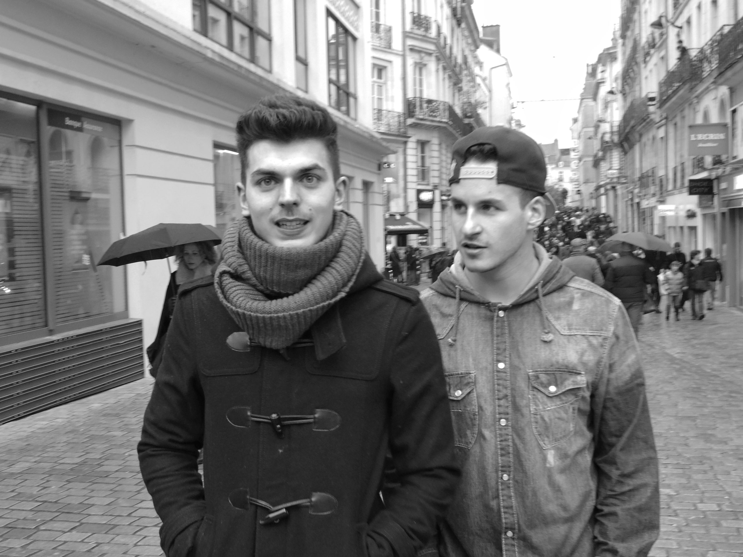 Young guys walking in Nantes - Fuji X-Pro1
